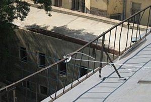 Испытание ограждений крыши на прочность