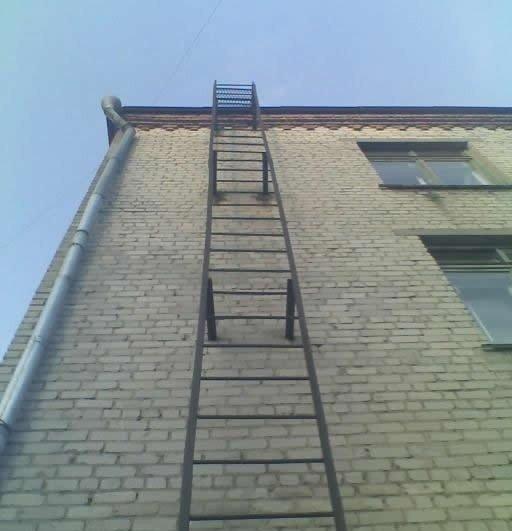 Пожарная лестница без ограждения