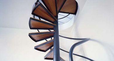 Винтовые лестницы для дачи и дома фото