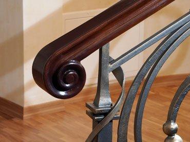 Деревянные поручни для лестниц фото