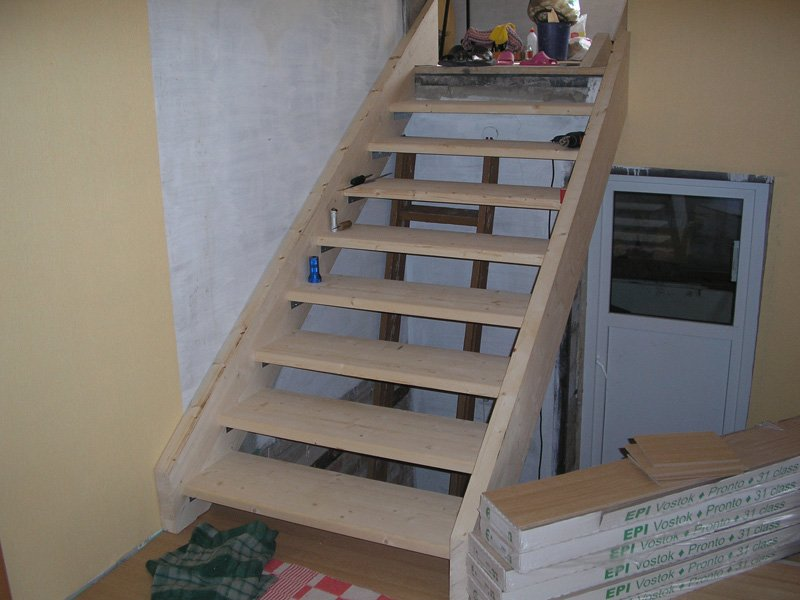 Деревянная лестница для дома своими руками