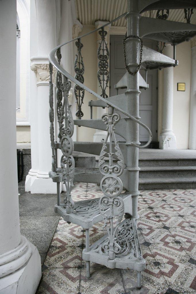 Винтовая лестница своими руками на второй этаж
