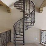 Комплектующие винтовой лестницы фото