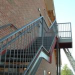 Металлическая наружная лестница (маршевая)