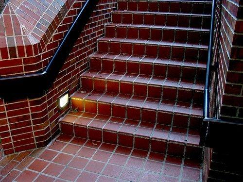 Отделка лестницы из бетона своими руками