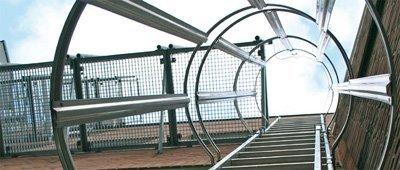 Наружная лестница с ограждением