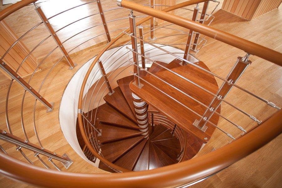 Полимерный поручень лестницы