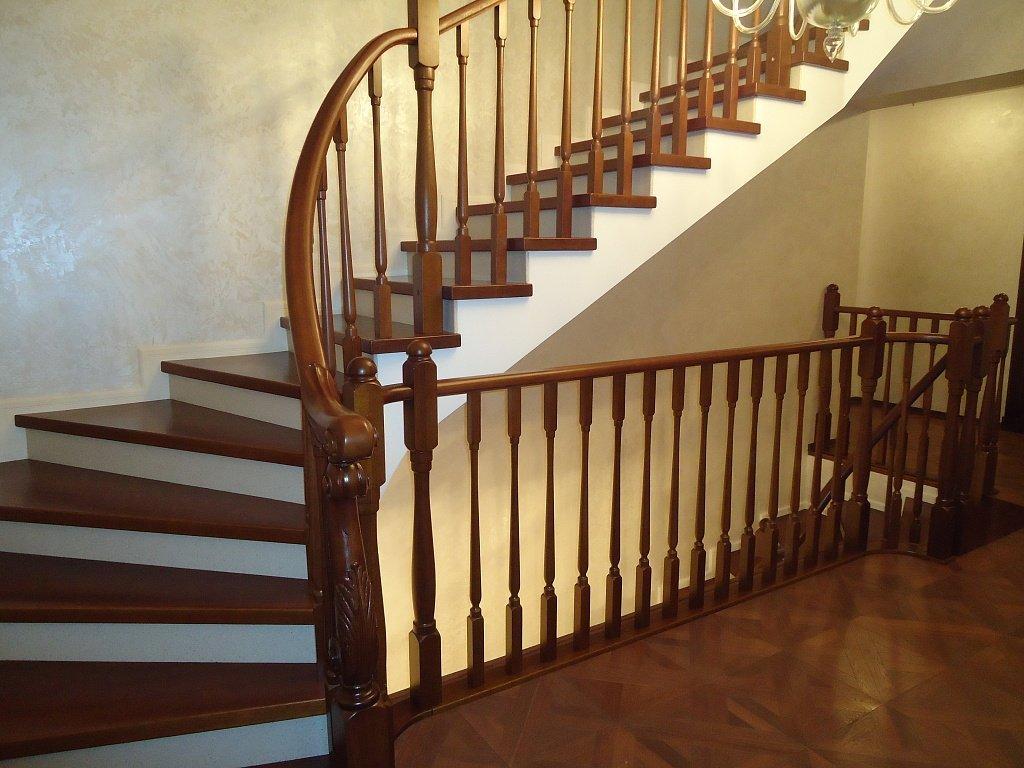 Лестница в доме на второй этаж