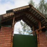 Деревянный козырек над калиткой фото