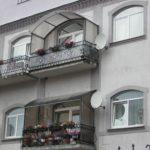 Козырьки над балконами фото