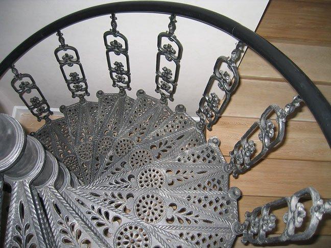 Чугунная спиральная лестница