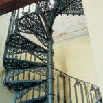 Красивая лестница из чугуна