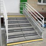 Металлическйи откидной пандус для лестницы