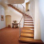 Спиральная лестница с креплением к стене