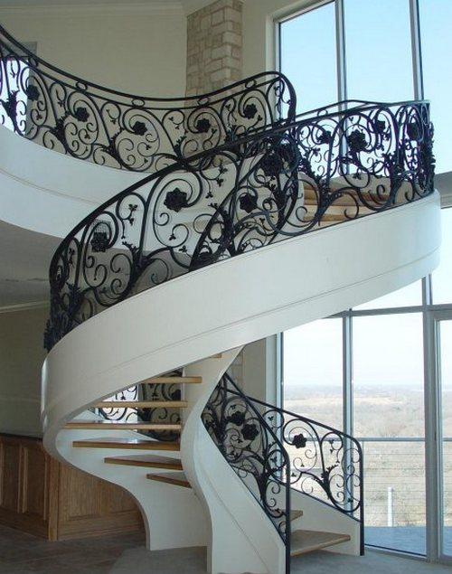 Спиральная лестнциа с коваными перилами