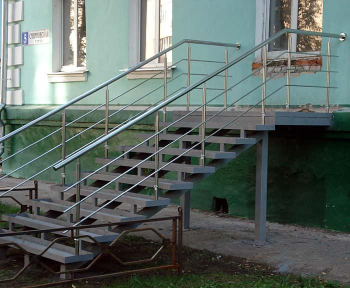Стальные перила для наружной лестницы