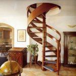 Винтовая лестница на опорном столбе