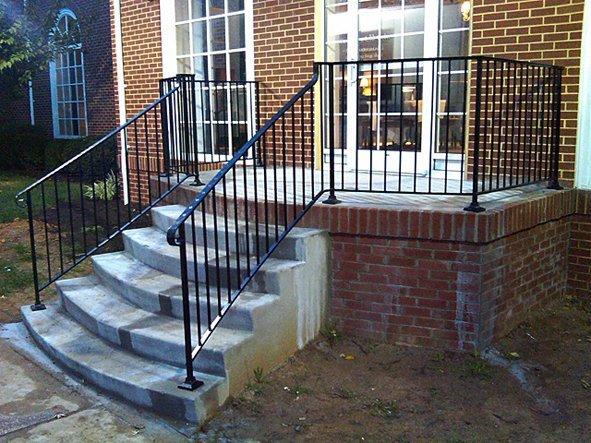 Железные ограждения для уличной лестницы