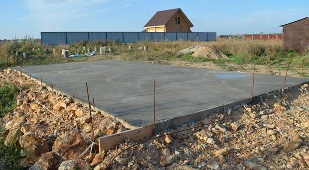 Бетонная стяжка для площадки под навес из поликарбоната