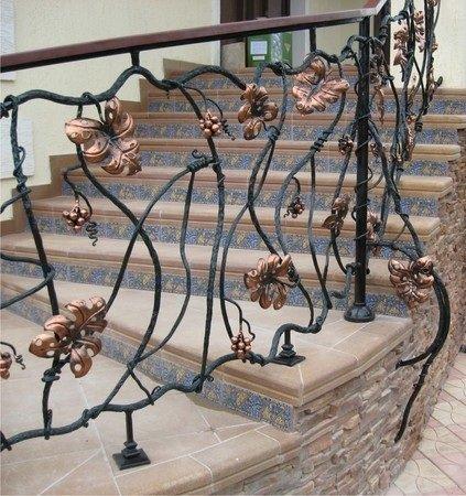 Кованые перила для наружной лестницы