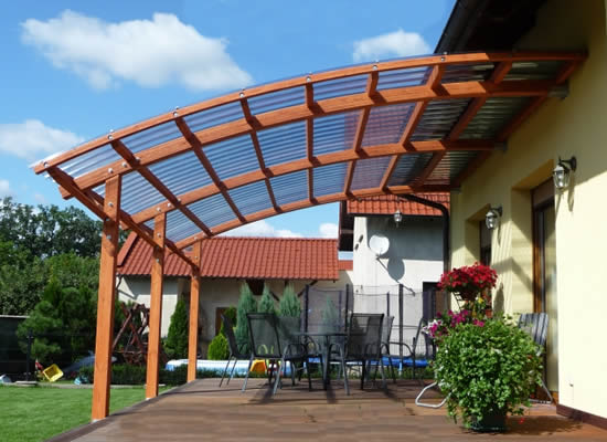 Крыша из сотового поликарбоната для навеса над террасой