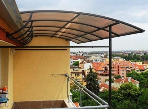 Крыша над балконом из поликарбоната