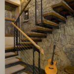 Маршевая лестница с промежуточной площадкой