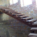 Металлическая лестница в подвал своими руками