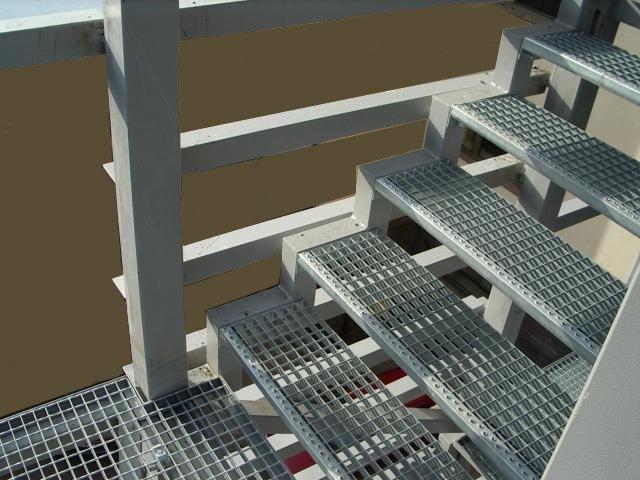 Металлические ступени для наружной лестницы