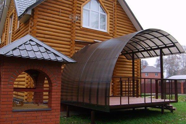 Двускатный навес из поликарбоната полукруглой формы