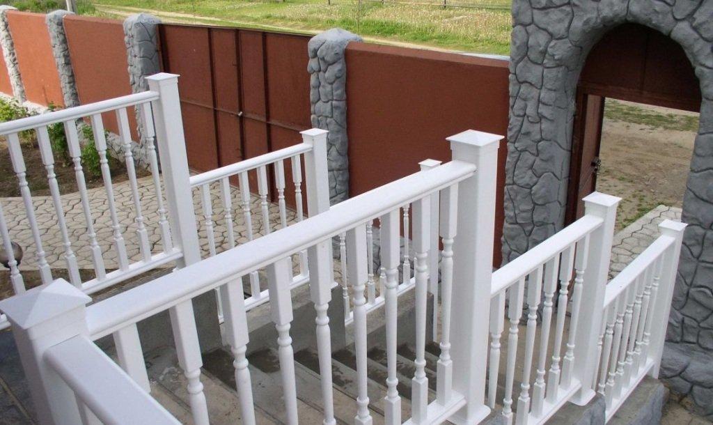 Перила и поручни из ПВХ для лестницы с крыльца