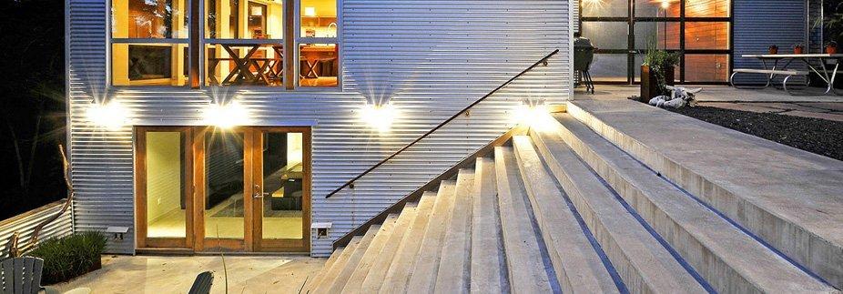 Уличная бетонная лестница