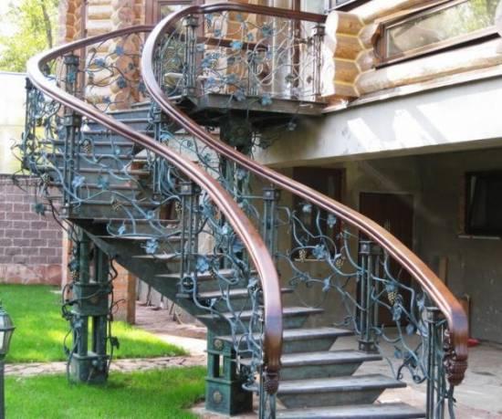 Винтовая уличная лестница