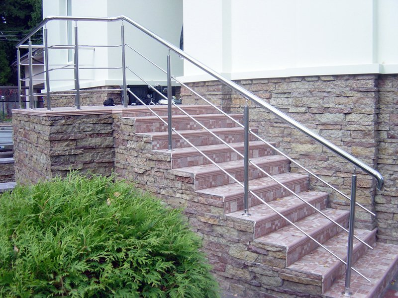 Внешняя лестница из бетона