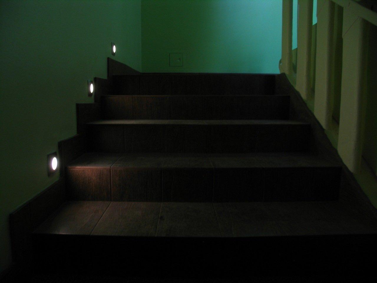 Светильники для подсветки ступеней лестницы фото