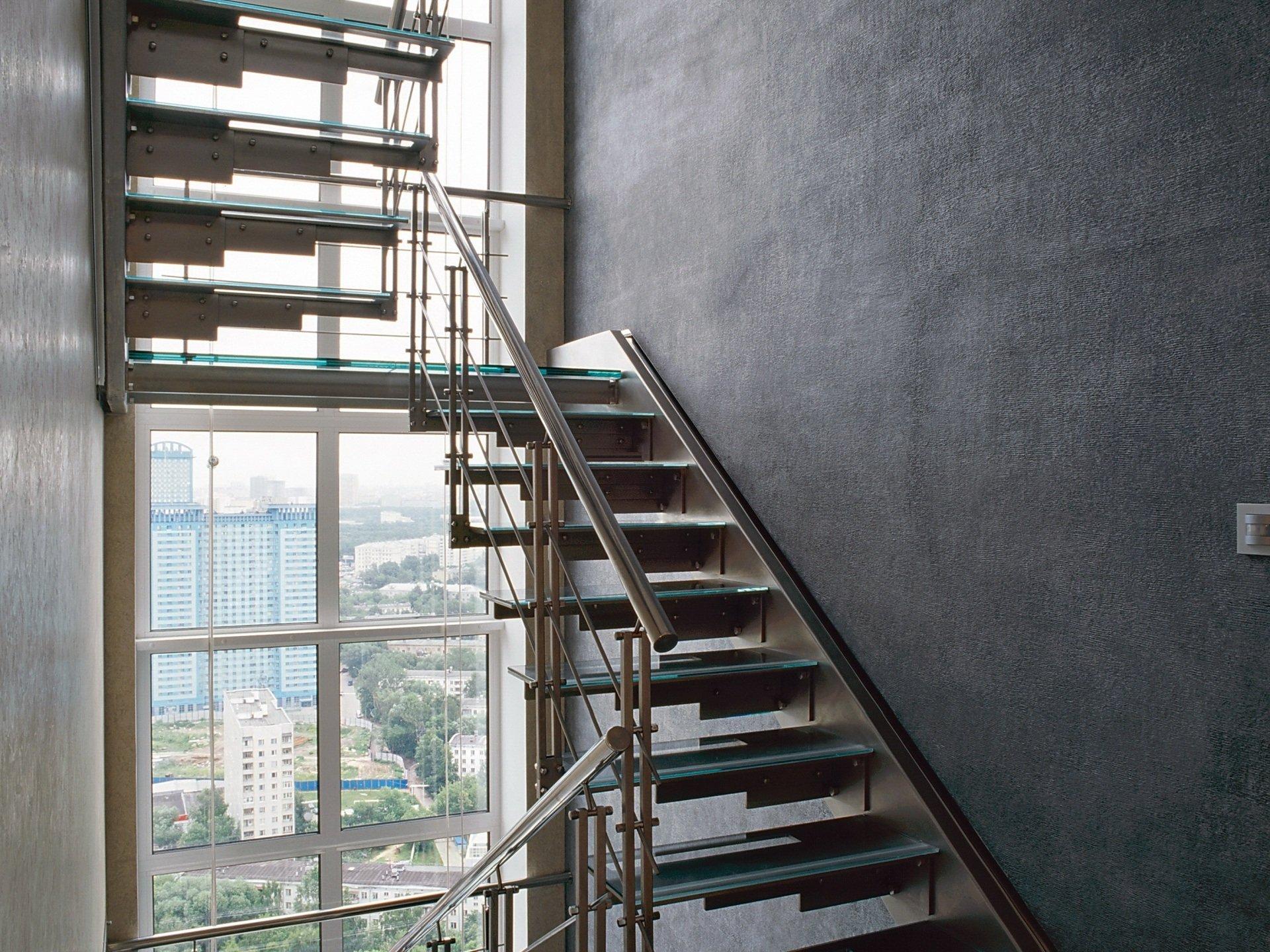 Дневное естественное освещение лестницы фото