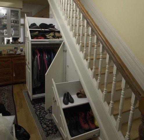 Как сделать гардероб под лестницей
