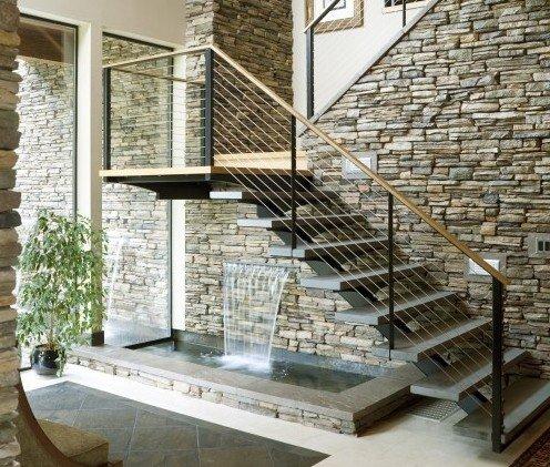 Водопад под лестницей фото