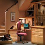Использование подлестничного пространста - офис под лестницей
