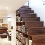 Книги под лестницей фото