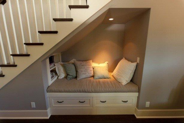 Фото диванов под лестницей