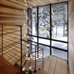Длинная люстра капельками для лестницы фото