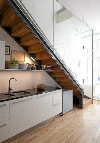 Мойка под лестницей фото