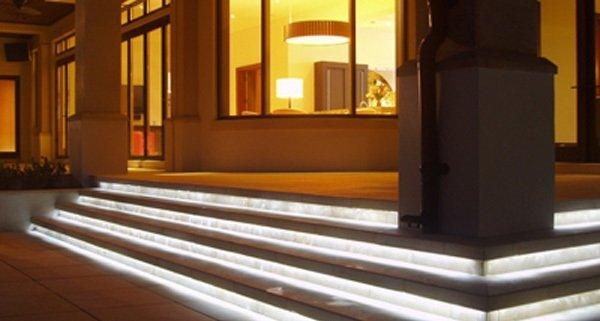 Освещение наружной лестницы фото