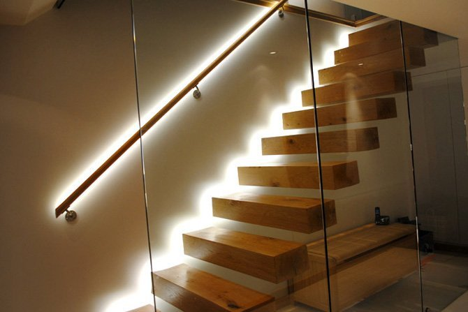 Освещение перил лестницы - подсветка ступеней
