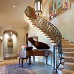 Фото рояля под лестницей