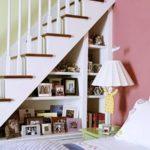 Как оформить пространство под лестницей фото