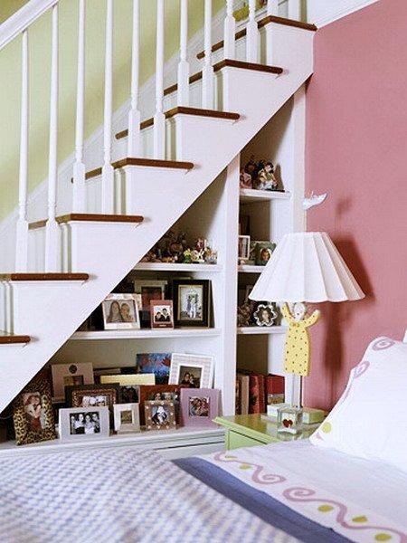 фото полки под лестницей