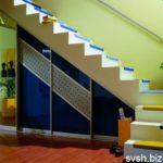 Шкаф-купе под лестницей фото