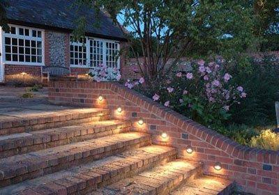 Светильники для подсветки ступеней на улице